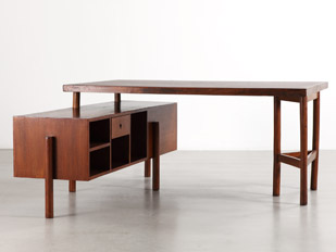 triangular-leg-desk
