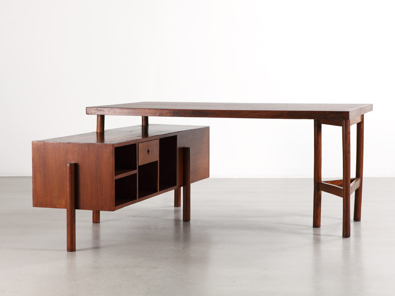 pierre_jeanneret_triangular_leg_desk_1