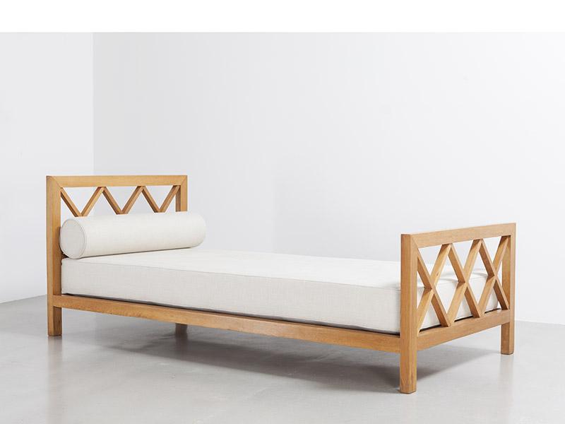 jean_royere_croisillon_bed_1