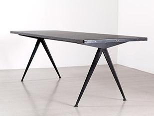 black-compas-table