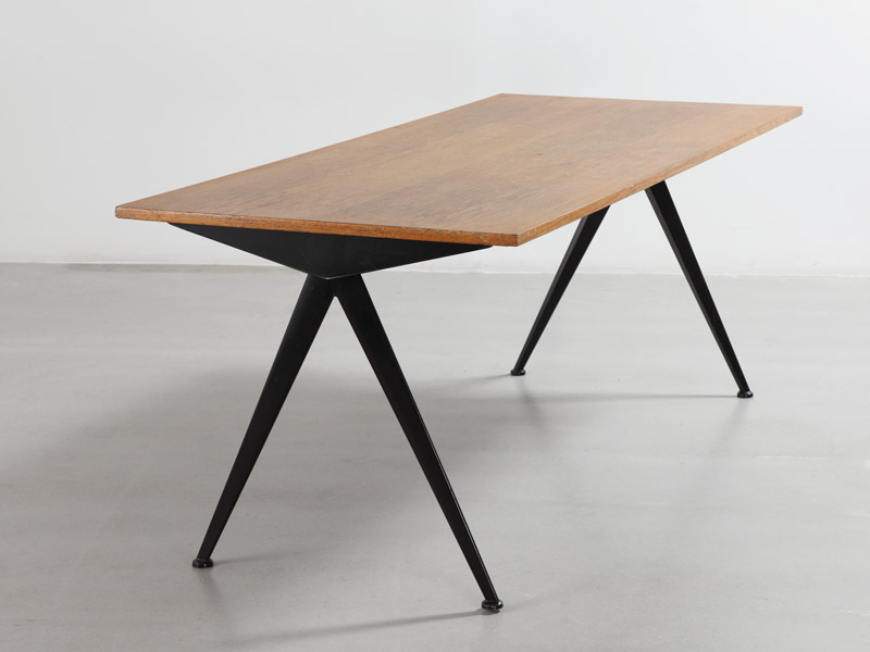 compas-table-with-wood-top-3