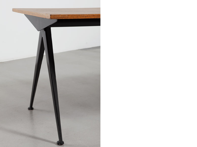 compas-table-with-wood-top-4