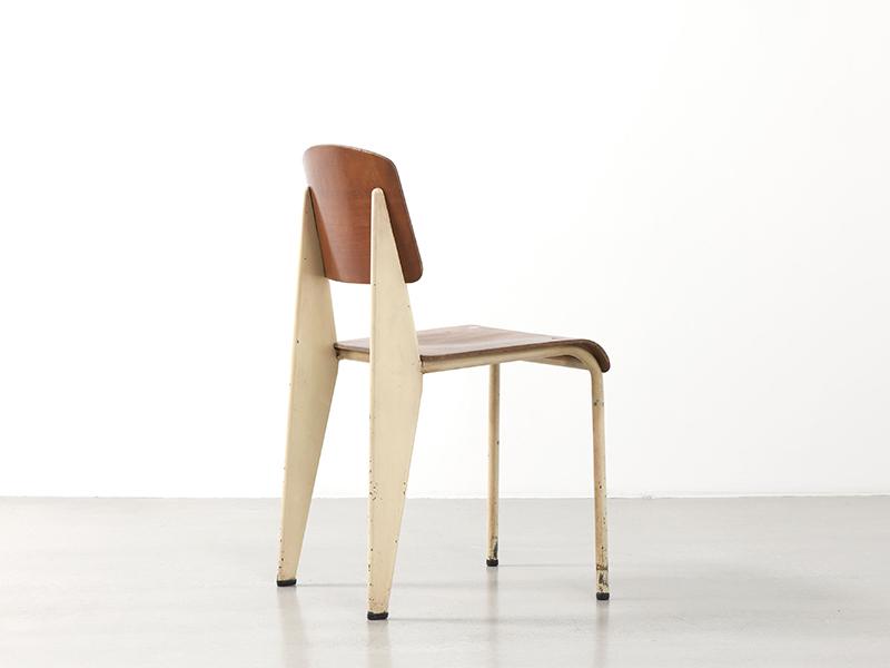 Chaise de jean prouv trendy jean prouv chaise style for Vitra repos replica