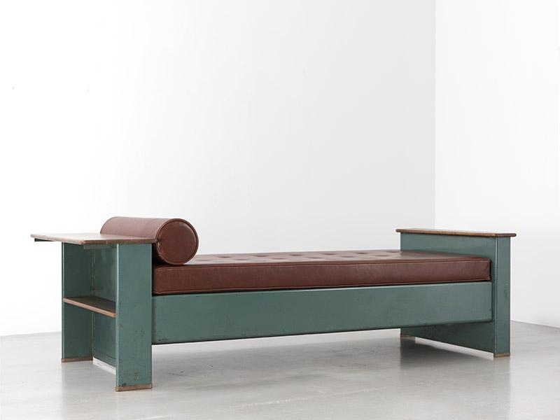 jean prouv lit n 102 1936 galerie patrick seguin. Black Bedroom Furniture Sets. Home Design Ideas