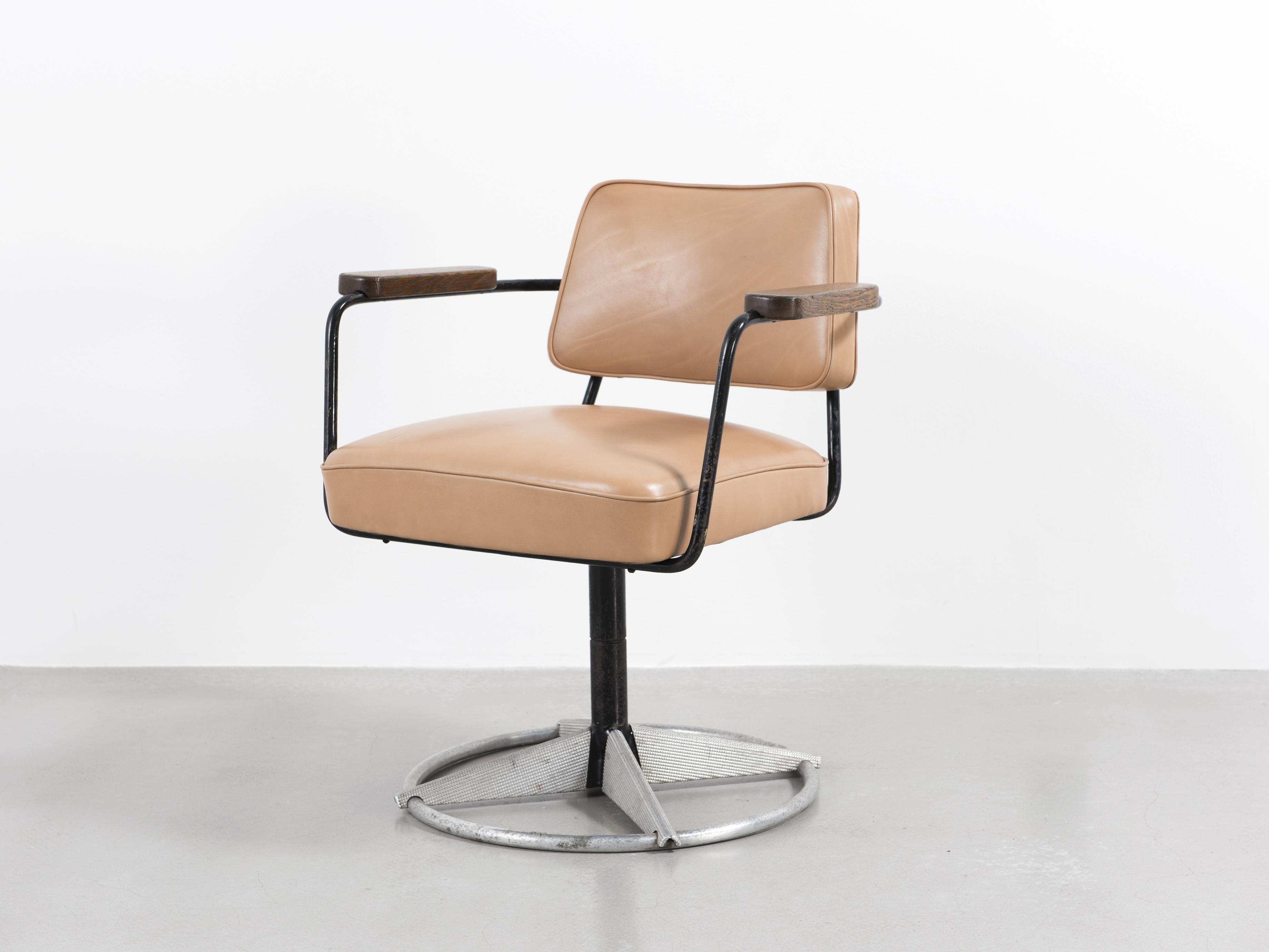 jean prouv fauteuil direction pivotant n 353 1951 galerie patrick seguin. Black Bedroom Furniture Sets. Home Design Ideas