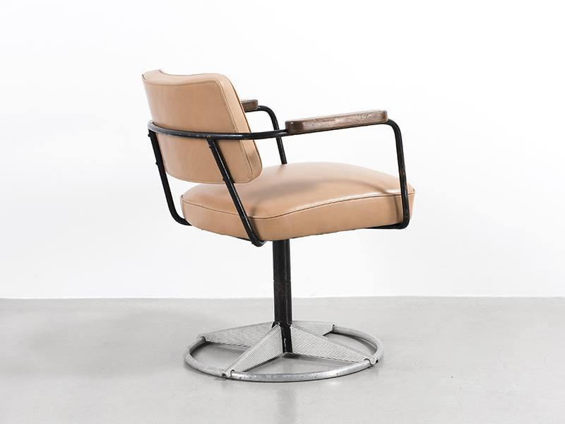 jean prouv fauteuil direction pivotant n 353 1951. Black Bedroom Furniture Sets. Home Design Ideas