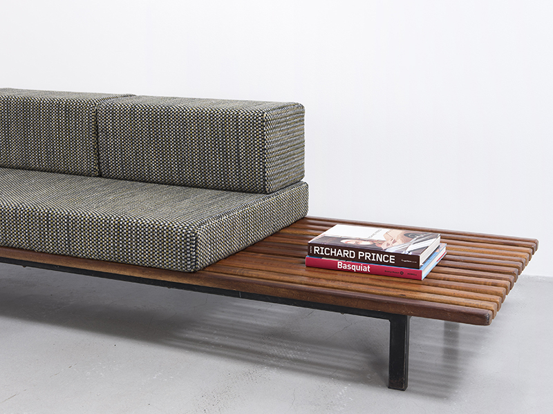 charlotte perriand banquette avec rangement 1958. Black Bedroom Furniture Sets. Home Design Ideas