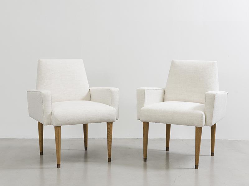 jean roy re paire de fauteuils ca 1960 blancs galerie patrick seguin. Black Bedroom Furniture Sets. Home Design Ideas