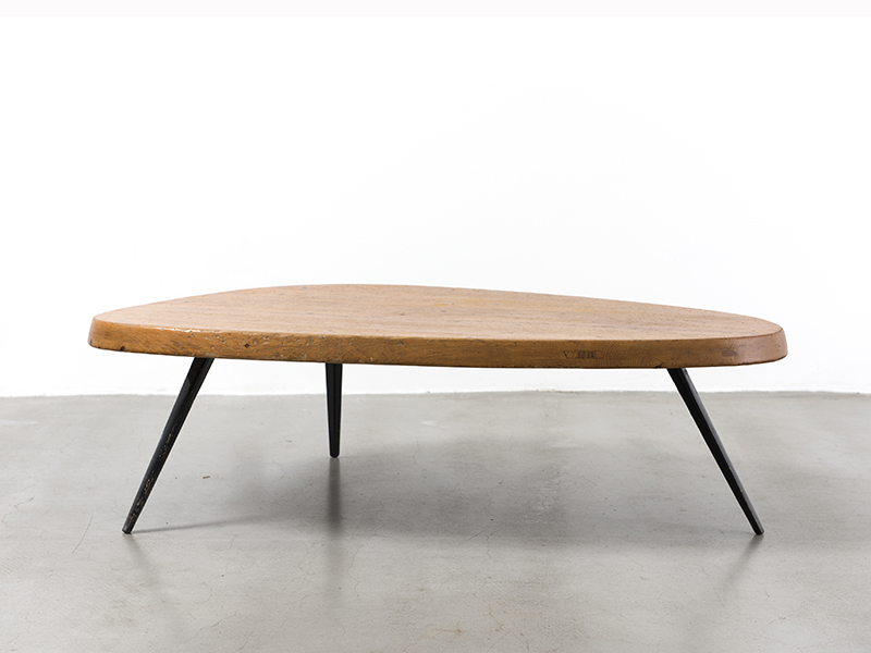 Charlotte perriand table basse forme libre ca 1956 galerie patrick seguin - Table basse corbusier ...