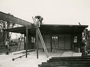 Jean prouv maisons d montables galerie patrick seguin - Maison de jean prouve ...